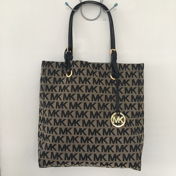aaaa7276ac26 Michael Kors Signature Jacquard North South Tote. M_5b7c8469dcfb5afeae5f990a